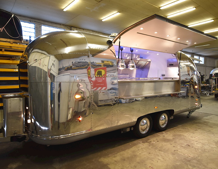 airstream_kitchen_1960_for_rent.jpg