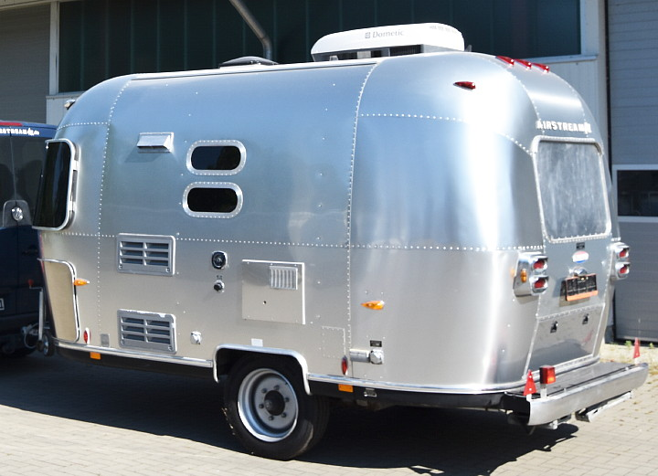 2004_CCD_custom_airstream_trailer.jpg